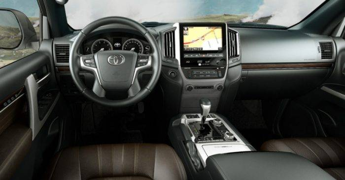Внедорожник Toyota Land Cruiser 200 Executive Lounge: смена флагмана